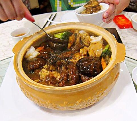 盆菜 at 和平