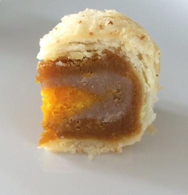 Inside of Peony Jade's teo chew mooncake
