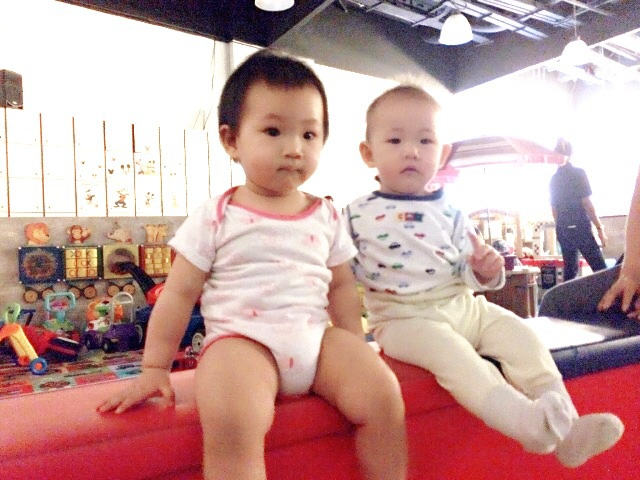 Babies E and A