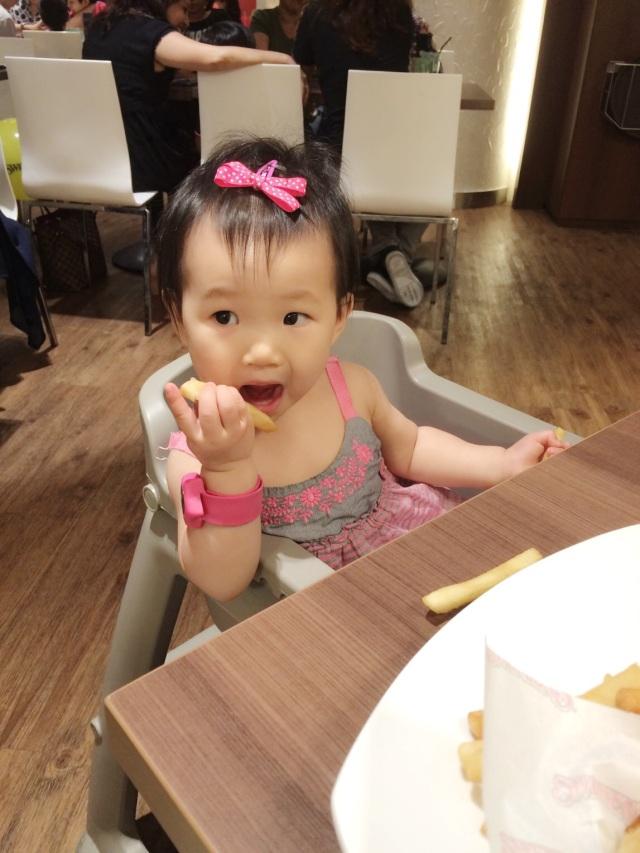 E enjoying fries