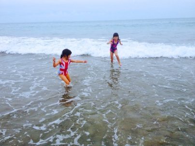 Bella and Daniella playing at Main Beach
