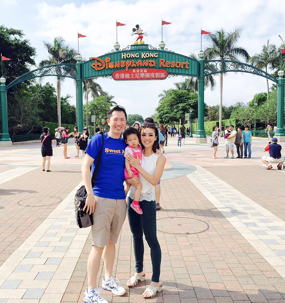 hong kong disneyland recommendation Hong kong disneyland operates on a paper fastpass system like disneyland you take your ticket to kiosks, scan it, and receive a paper fastpass with a return time you should be able to use fastpass at all three rides it's available for in a single day: ironman experience, winnie the pooh, and hyperspace mountain.