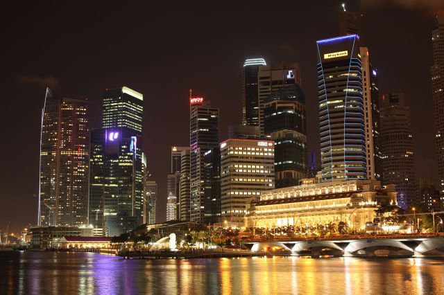 Photo credits: https://commons.wikimedia.org/wiki/File:Singapore_Skyline_at_Night.JPG
