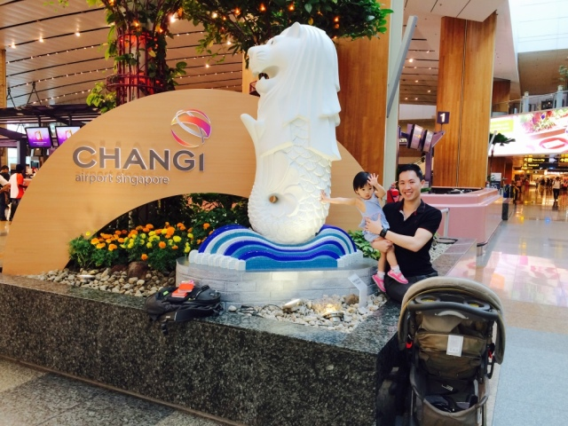 JE with Merlion at Changi Airport
