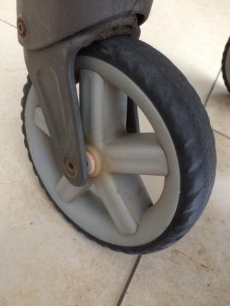 Stroller's wheel dislodged