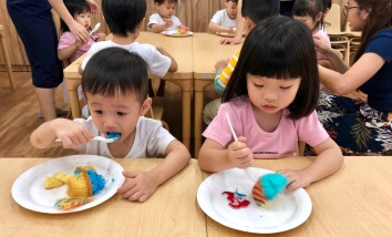 Children eating cake at H3ii