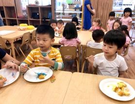 Children eating cake at H3iii
